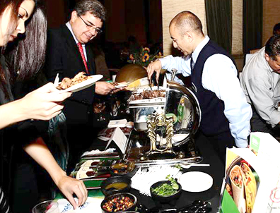 People enjoy delicious and exotic Mexican food at Gourmex 2010 event in San Francisco. Photo Javier Vallín.